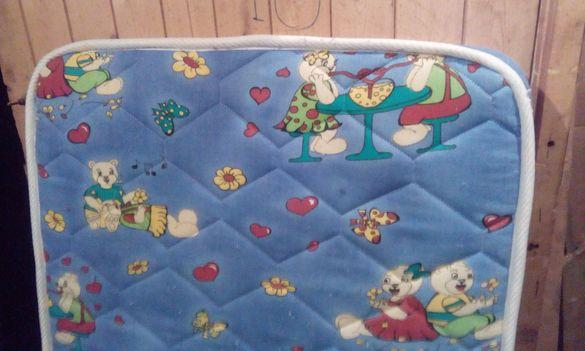 Детско креватче 140/70 с матрак + килимче