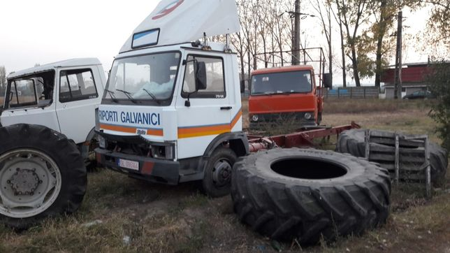 Dezmembrez camion iveco