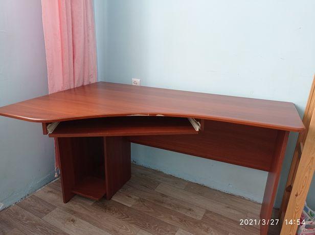 продам стол 7000 тг