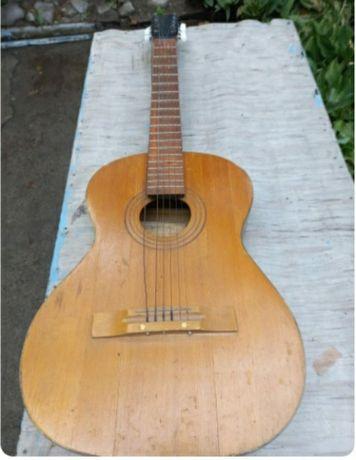 Продам семиструнную гитару.
