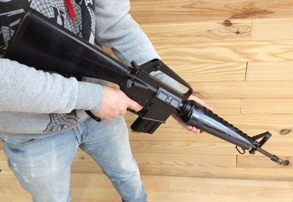 Автоматична пушка M16. Нестрелящ автоматичен дългоцев пистолет