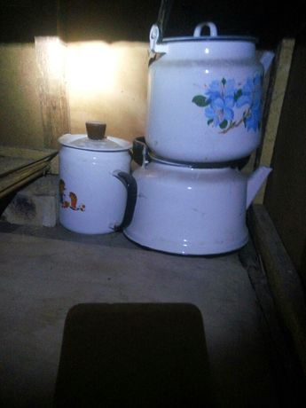 Кастрюли бидоны чайники банки