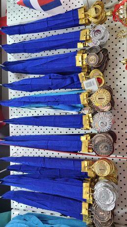 Медали и кубки и