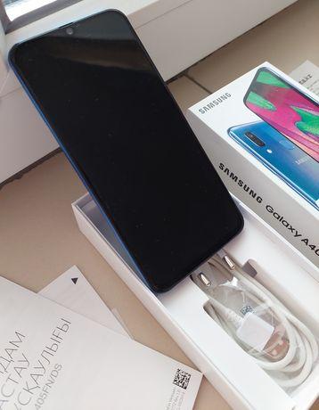 Продам  телефон Samsung A40