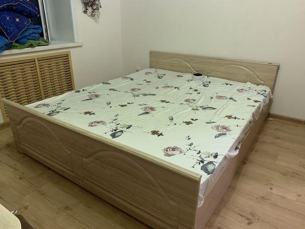 Продам спальный гарнитур. Двуспальная кровать и шкаф