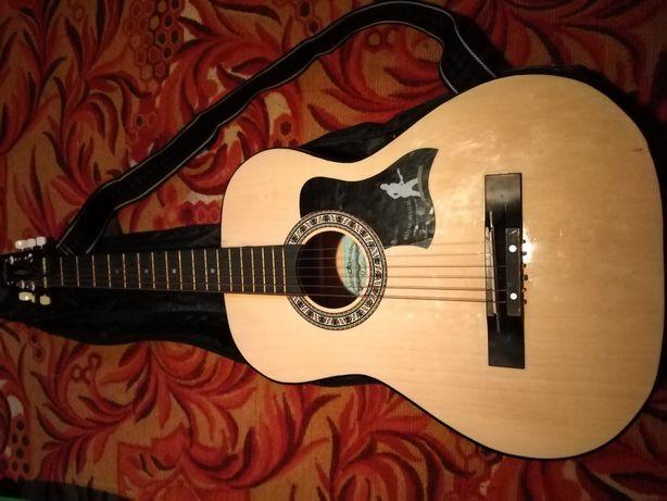 Продам гитару 6 струнная