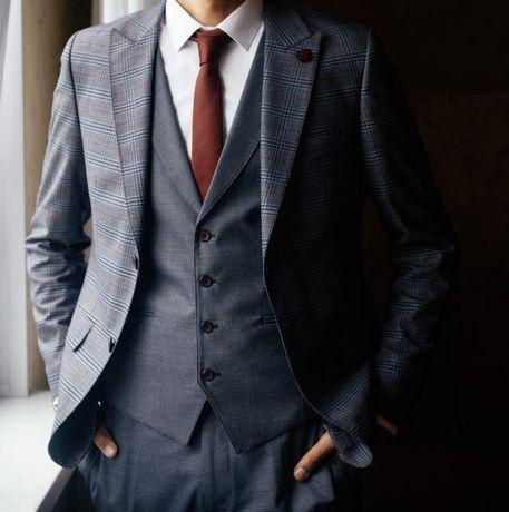 Продам костюм тройку, в хорошем состоянии, брал на свадьбу.