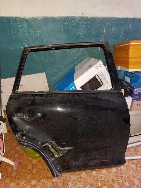 Правый задний дверь Toyota Rav4 2010