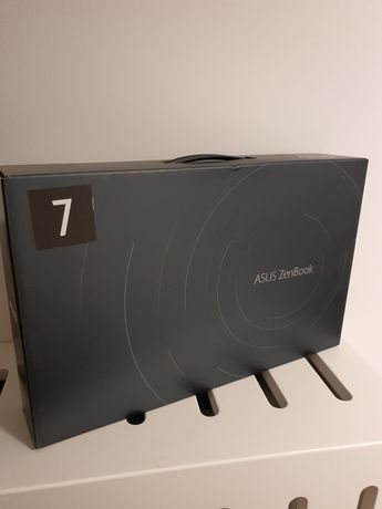 Laptop Asus Zenbook UX425E i3 1115/8/256G.Sigilat!