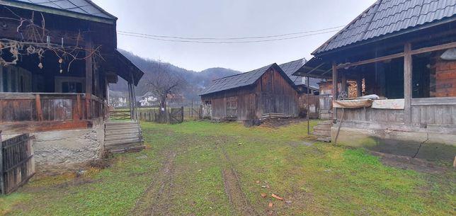 Casa de vînzare din lemn si teren