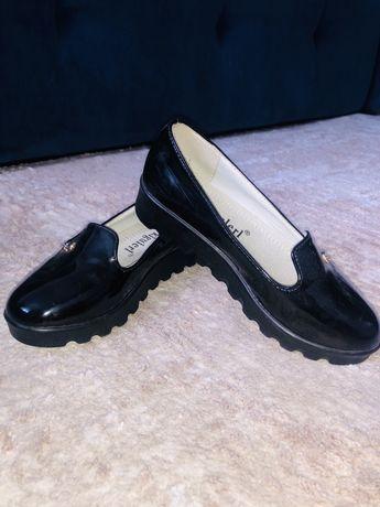 Школьные туфельки новые