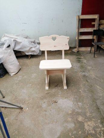 Дървено столче