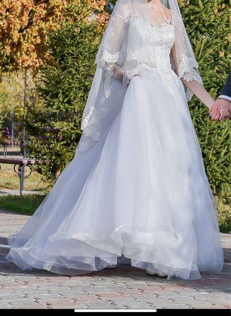 Свадебное платье А силуэта