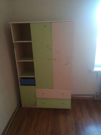 Детский шкаф на фото