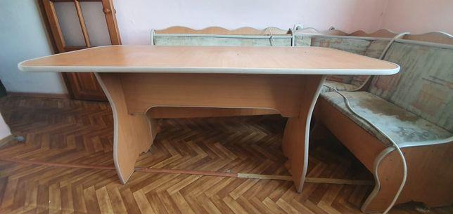 Стол вместе кухонным уголком