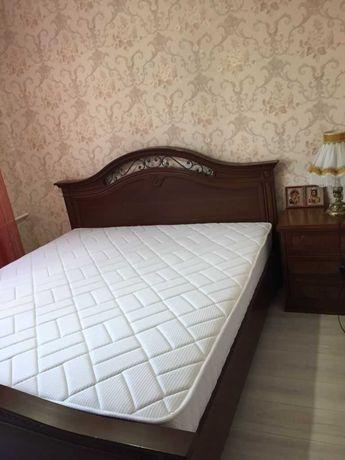 Спальный гарнитур: кровать+ тумбочка