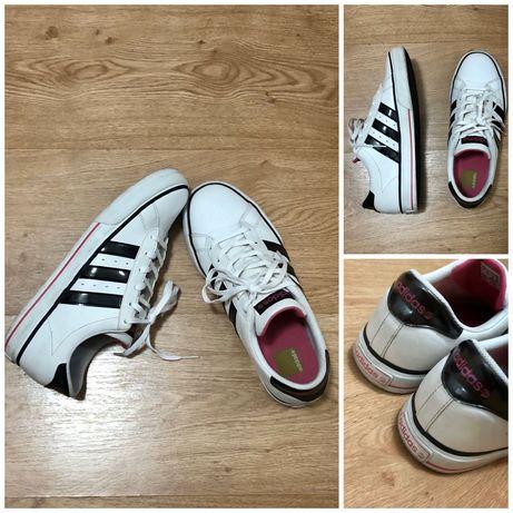 Оригинални кецове Adidas - 39 номер