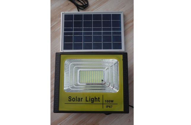Proiector LED 100W IP 67 cu panou solar exterior casa / gradina