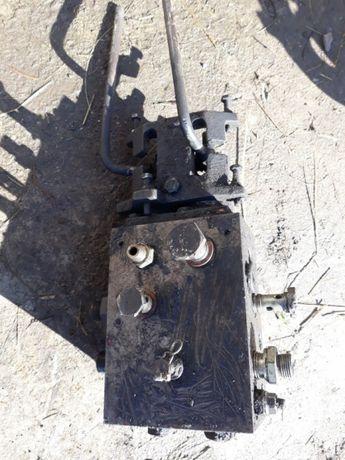 Piese pt tractor U650: compresor, supapă aer, etc.