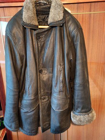 Vând haina Hugo Boss, din piele de vițel.