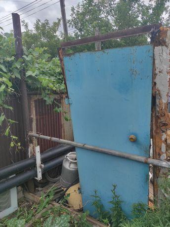 Продам металлическую дверь.