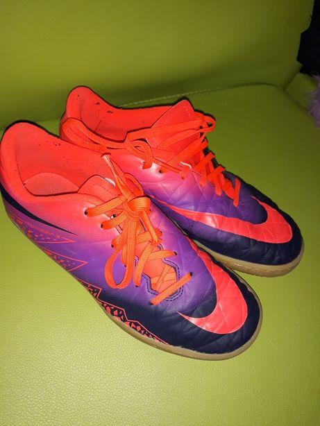 Nike adidasi 37.5