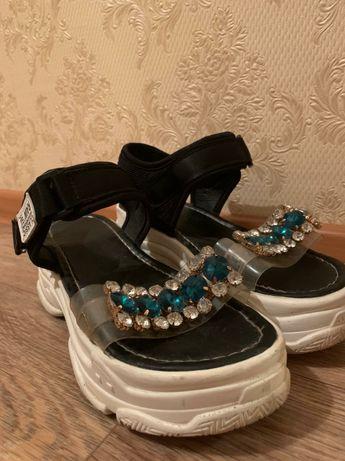 Женская обувь сандали