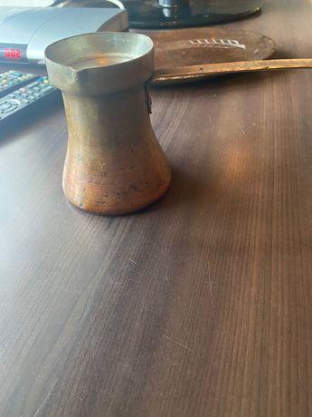 Медно джезве и чиния