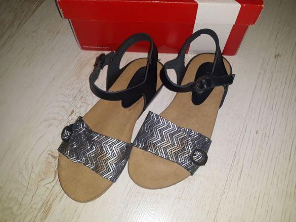 Сандали Kickers обувки 33 номер нови момиче