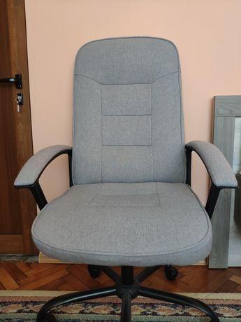 Офис стол - сив цвят от плат - нов