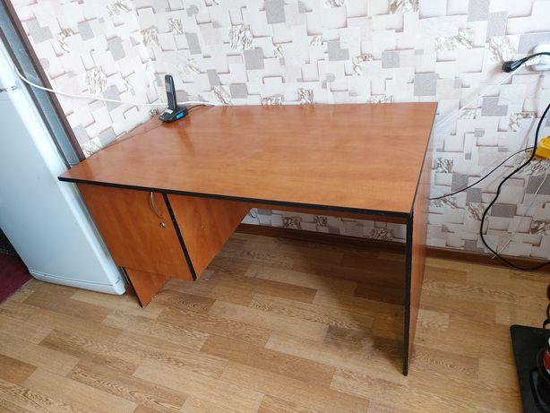 продам офисный стол,письменный