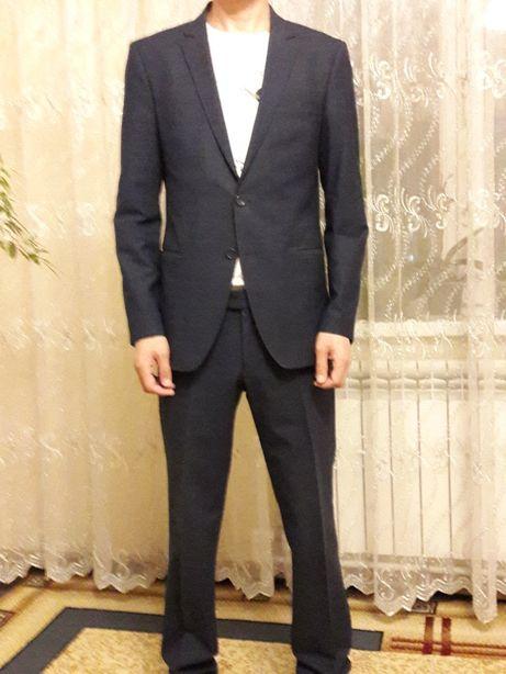 Мужской костюм синего цвета, размер 46