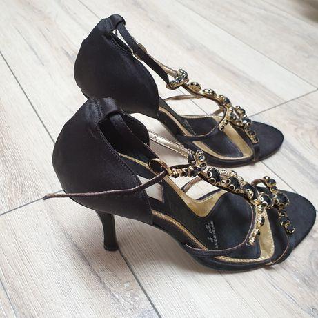 Vand sandale ocazie