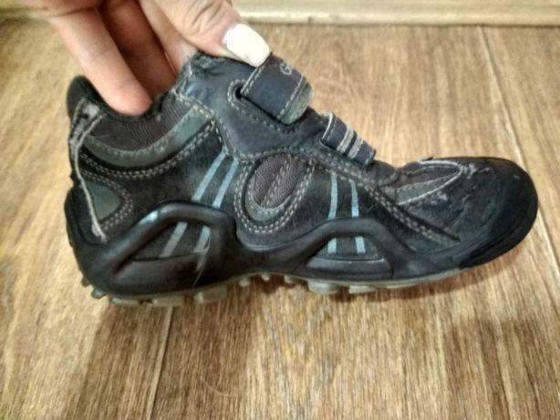 Продам ботинки кроссовки geox 30 размер