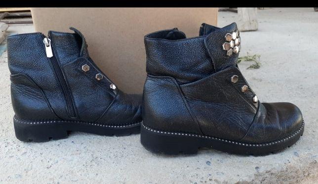 Качественная, кожанная обувь.