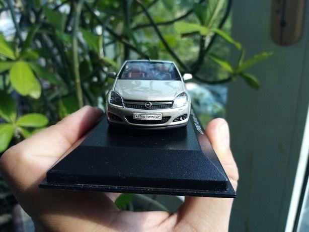Macheta Opel Astra 1/43 reprezentanța