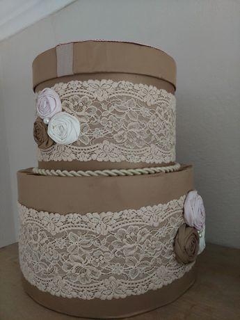 Cutie dar nunta - forma de tort
