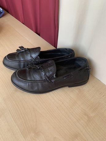 Срочно продам мальчиковую кожанную обувь