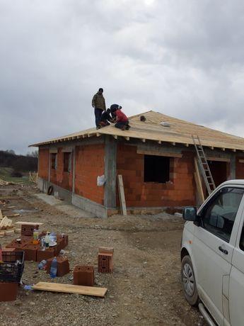 Echipa meseriasi execut lucrari in domeniul  constructilor