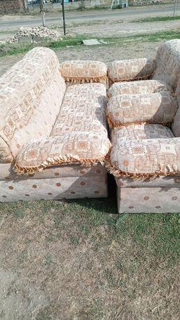 Продам диван с креслом (почти новый)