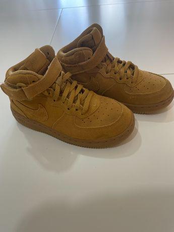 Vand adidasi Nike, impecabili, marimea 31