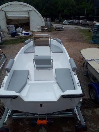Нови стъклопластови лодки Manta Ray 420