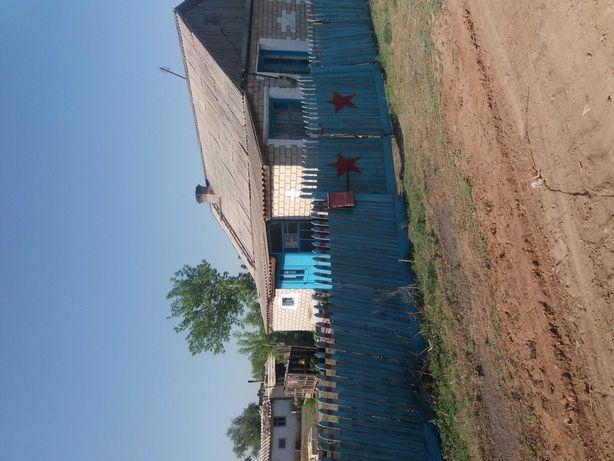 Продам дом на земле с большим участком земли, 2 гаража, сарай