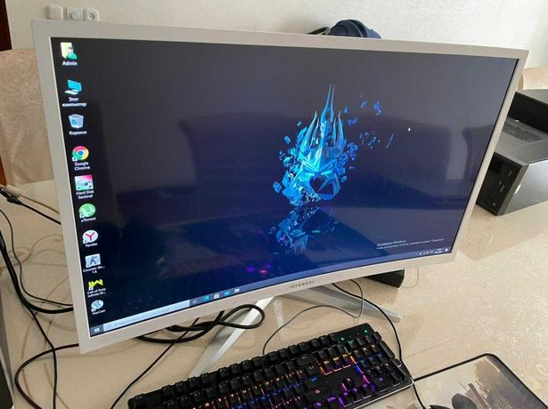 Изогнутый Монитор Full-HD 32 диагональ, Цвет белый, на ножке