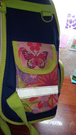 Рюкзак с бабочками школьный .