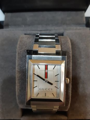 Продавам мъжки часовник gucci