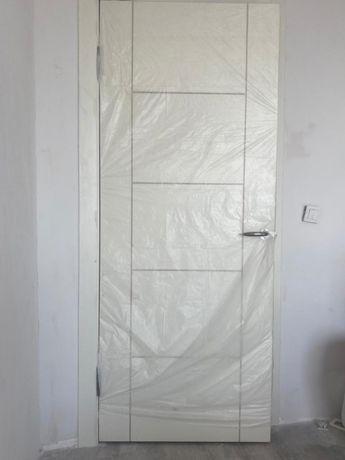 три комплекта двери с доборами и обналичками