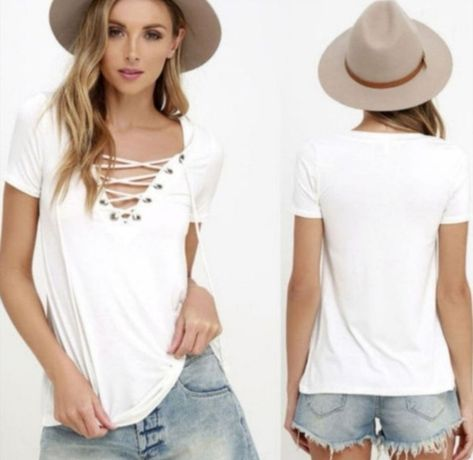 Бяла тениска с остро деколте