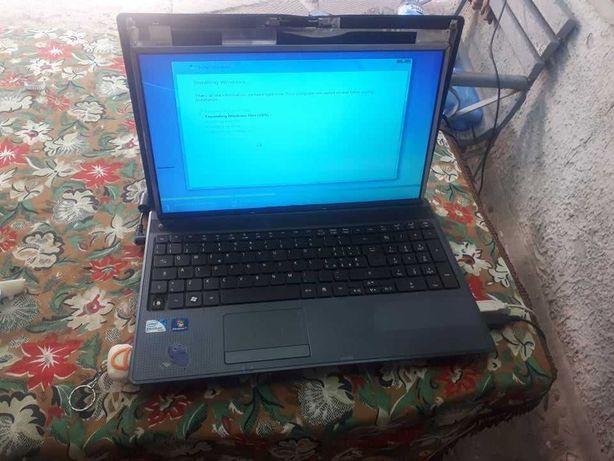 Dezmembrez laptop Acer Aspire 5749 placa de baza functionala
