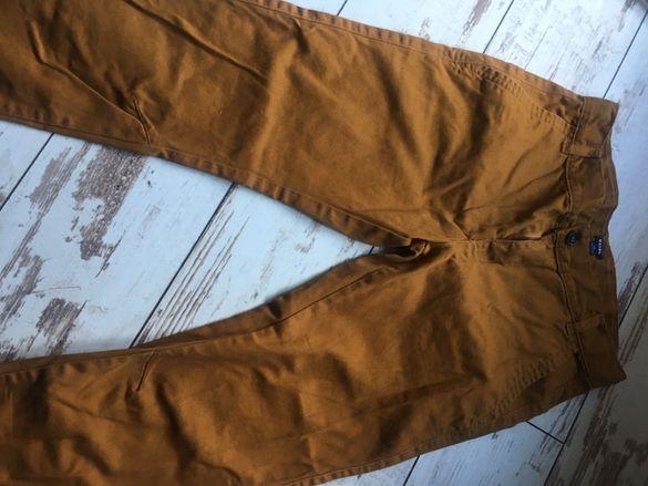 Модерен панталон, обличан само веднъж по повод